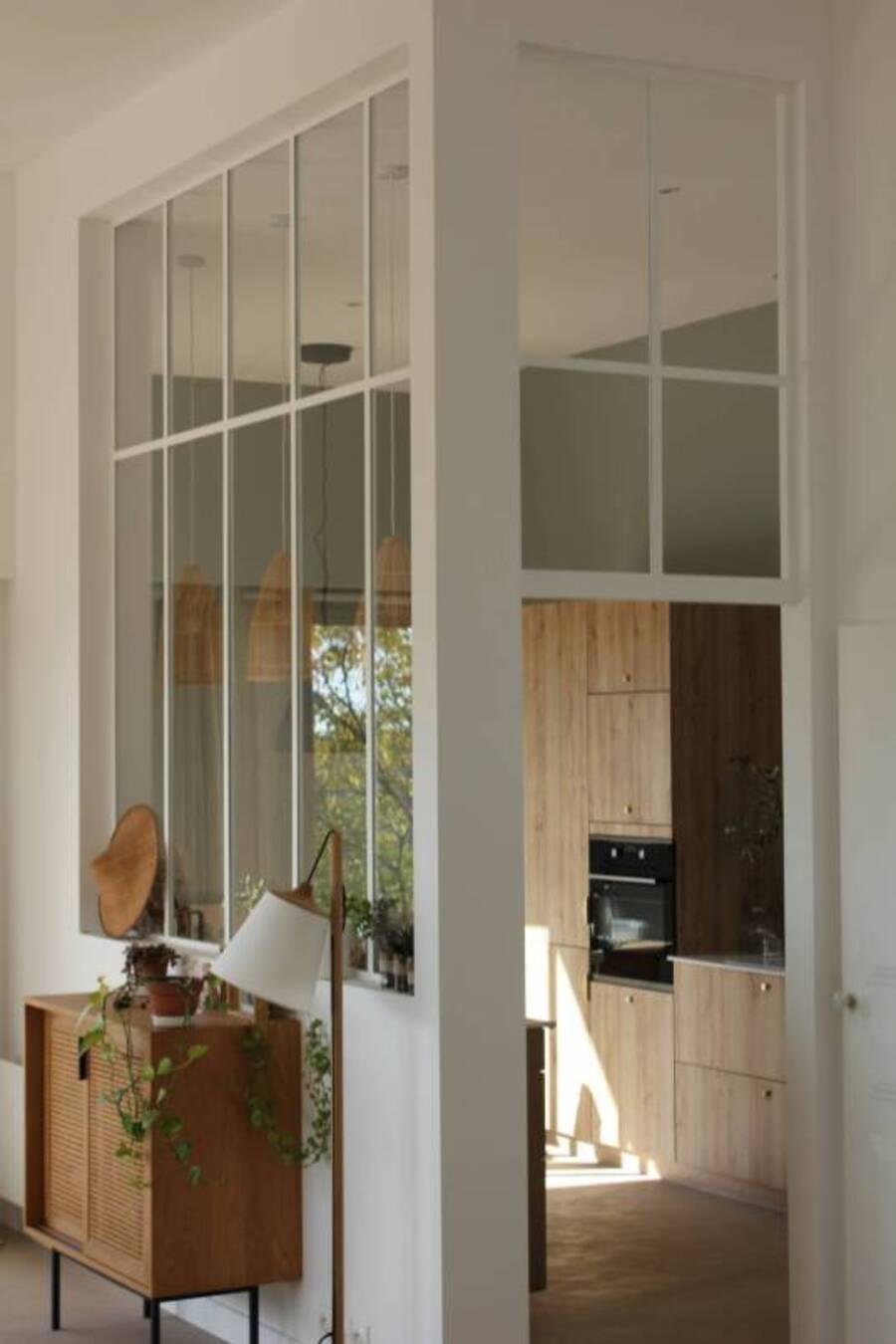 Los muros de cristal dan el efecto de continuidad entre todas las habitaciones.