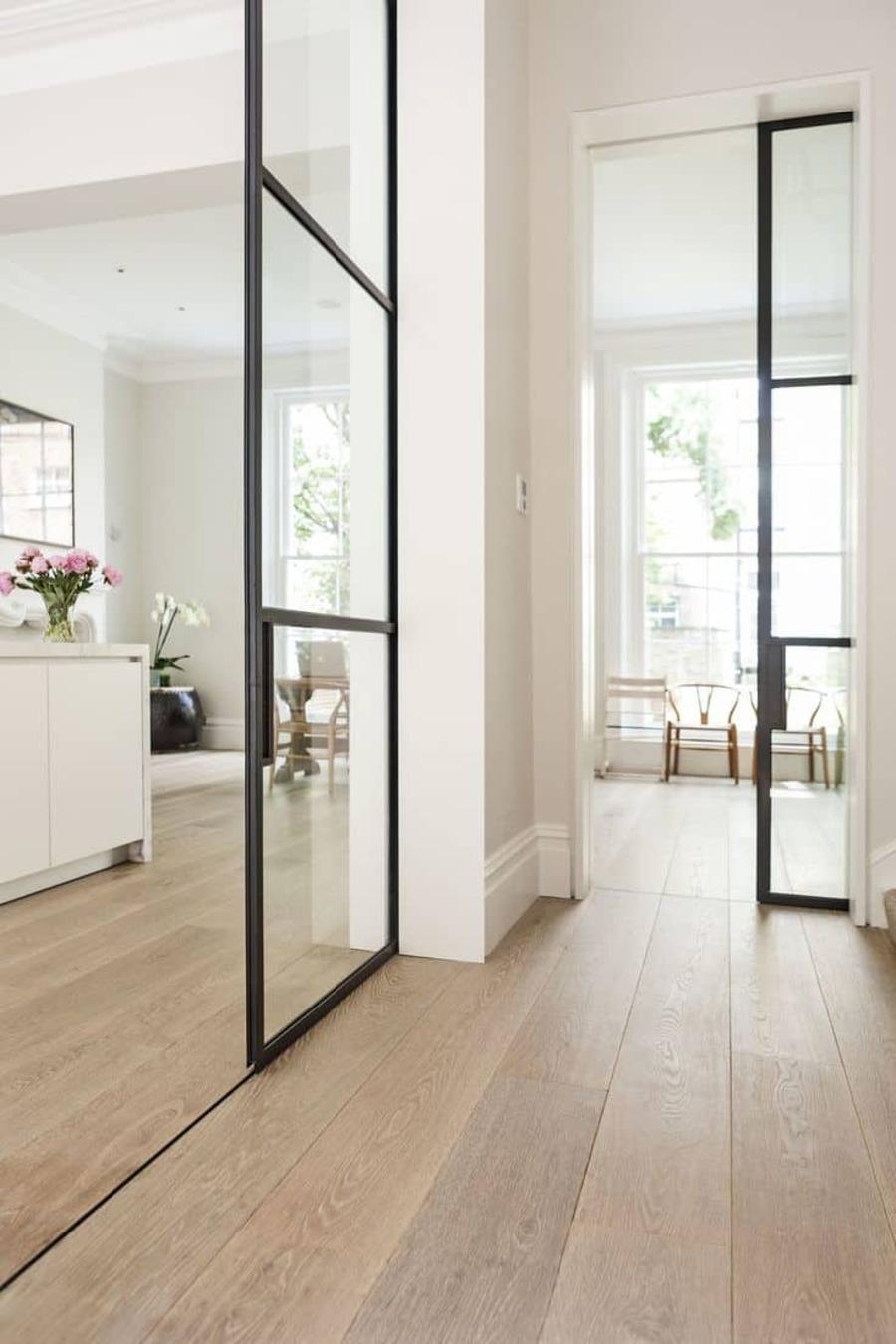 Utiliza el mismo piso en todas tus habitaciones para crear un efecto de continuidad.