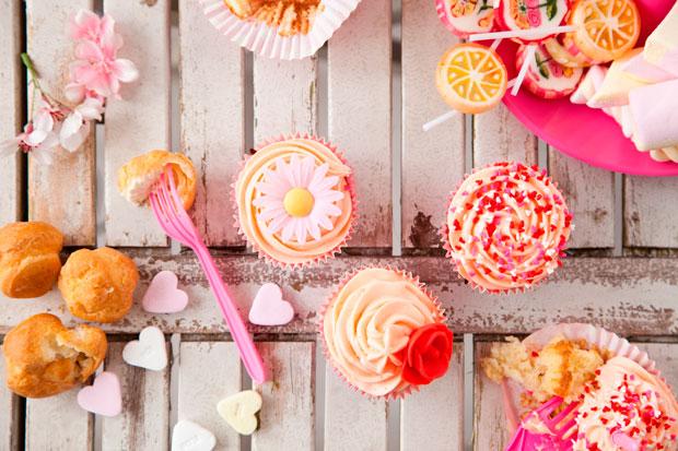 mesas dulces grandes y chicos cupcakes